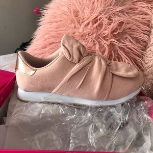 NIB blush knotted sneakers with rose gold detail
